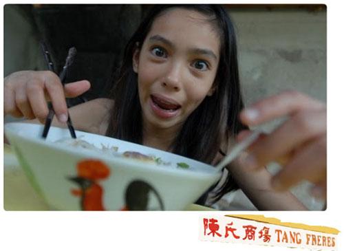 Elisa mange du Pho